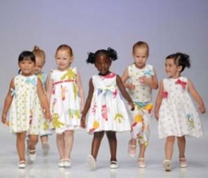 Desfile de ropa de niños a beneficio de Manos Unidas