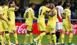 jugadores-Villarreal-celebran-victoria-Rayo