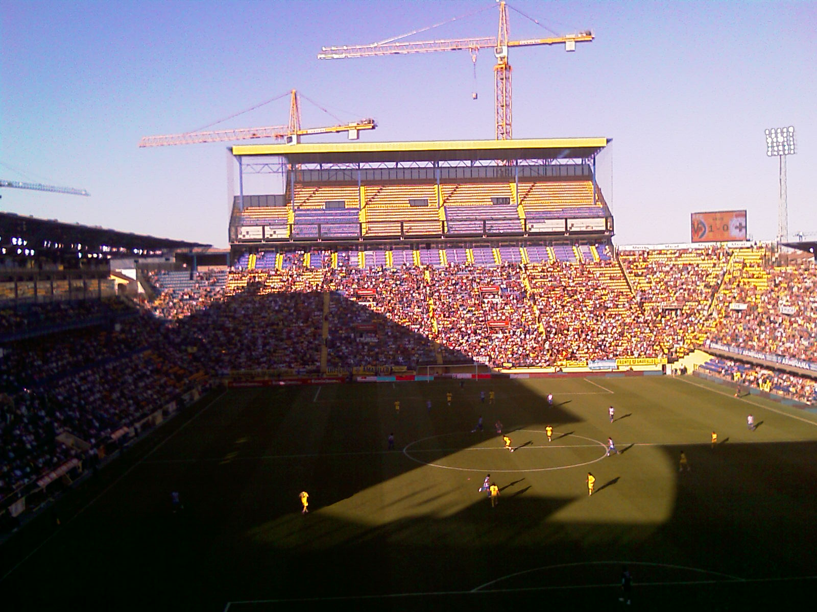 El Ayuntamiento y el Villarreal CF homenajean a los jugadores del ascenso a Segunda División hace medio siglo