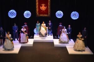 Paula Rico y su corte reciben la banda que las acredita como representantes de las fiestas de Vila-real
