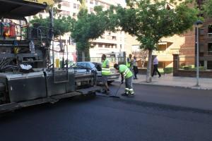 Servicios Públicos renueva el asfaltado en una docena de calles y caminos en mal estado de la ciudad