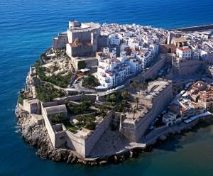Peñíscola descubre los detalles de la rehabilitación del castillo en una conferencia de Pepa Balaguer