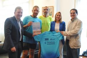 El Ayuntamiento recibe a los brigadistas Víctor Cerdá y Raúl Zurriaga del Camino Solidario por las enfermedades raras