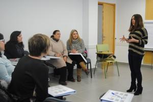 Servicios Sociales pone en marcha el primer curso para familiares cuidadores de niños y niñas con dependencia severa