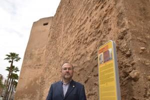 Turismo promueve los espacios más emblemáticos de Vila-real con la instalación de 10 paneles verticales en los puntos turísticos