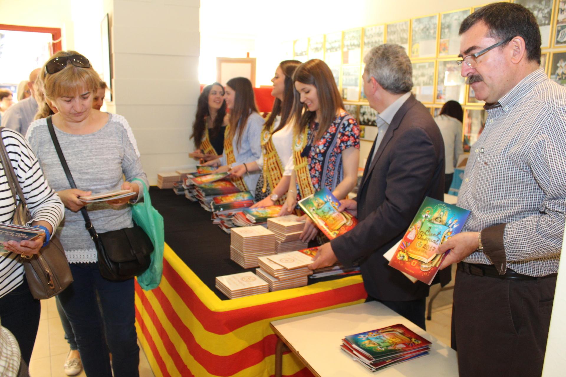 Vila-real inicia el reparto de 'llibrets' de sant Pasqual