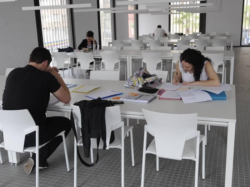 La Biblioteca Universitària del Coneixement amplía su horario para facilitar el estudio en época de exámenes
