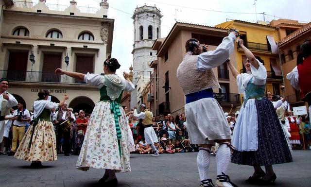 Vila-real recupera la esencia del Festival Internacional de Danses con un encuentro folklórico