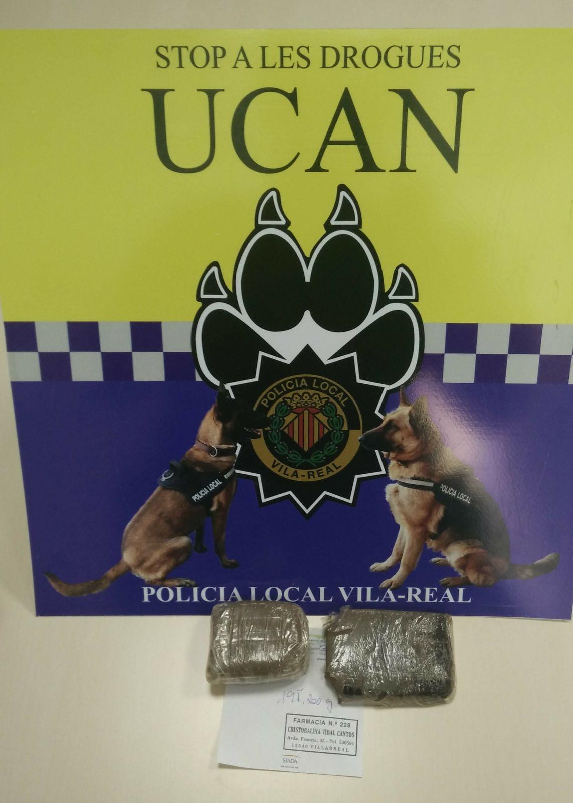 La Policía Local detiene a una persona con 195 gramos de hachís en dos placas escondidas en su vehículo