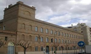 El alcalde Benlloch cierra el acuerdo con los padres carmelitas para construir el pabellón en el patio del colegio