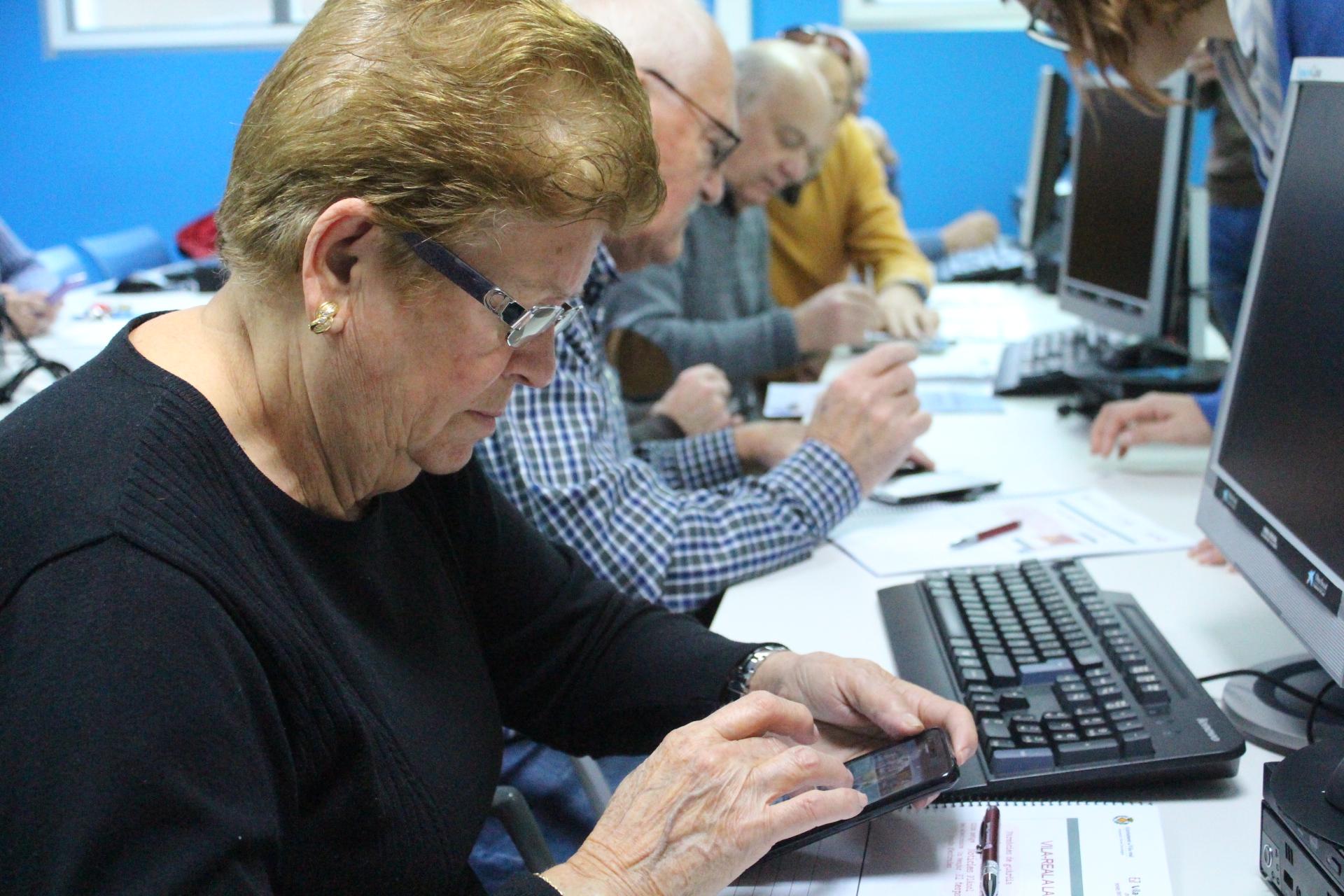 Vila-real acerca su aplicación móvil municipal a los vecinos