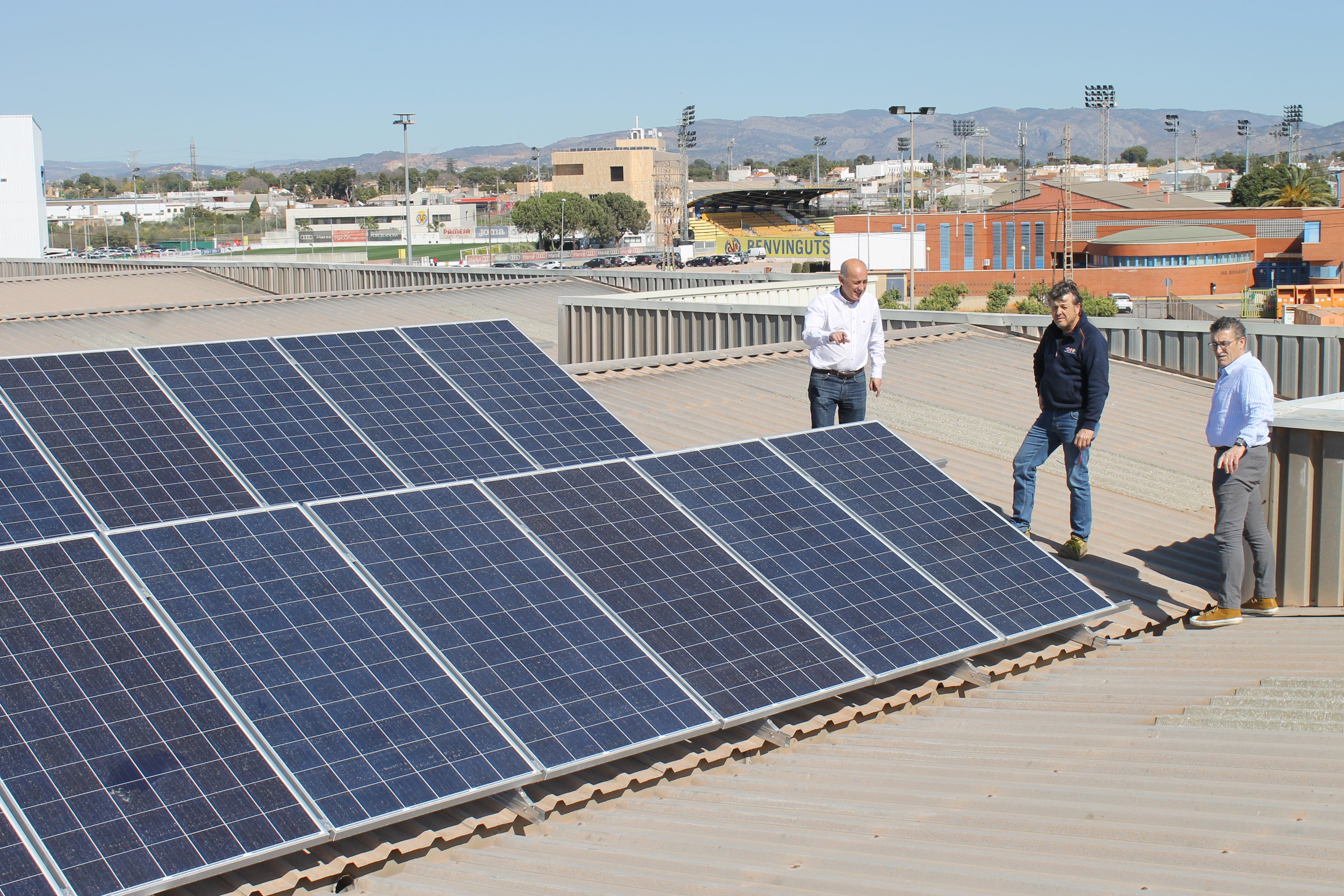 Vila-real invierte 18.000 euros en placas solares para la recarga de vehículos.