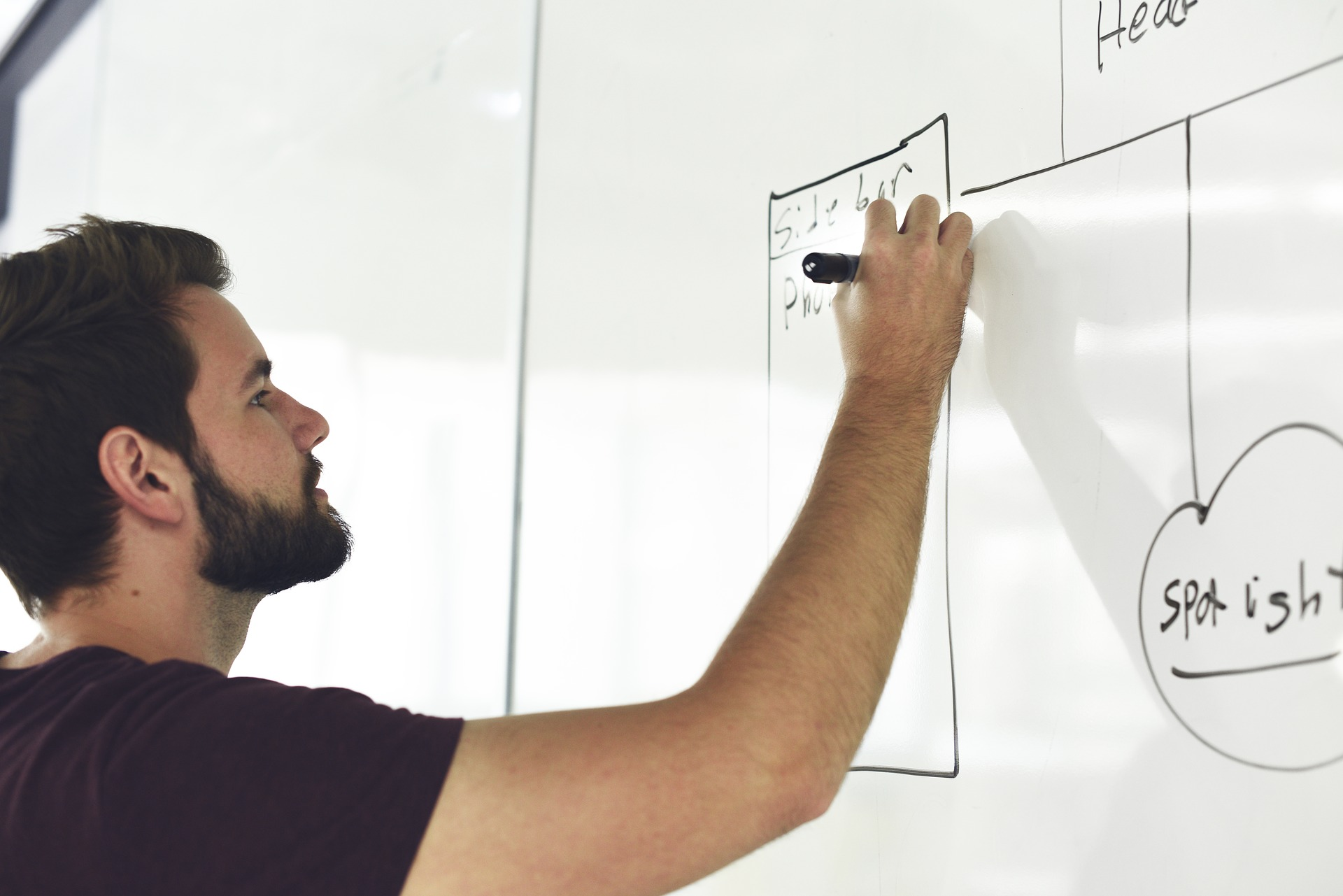 Economía lanza una nueva programación de los cursos y talleres formativos ARA-Formació.
