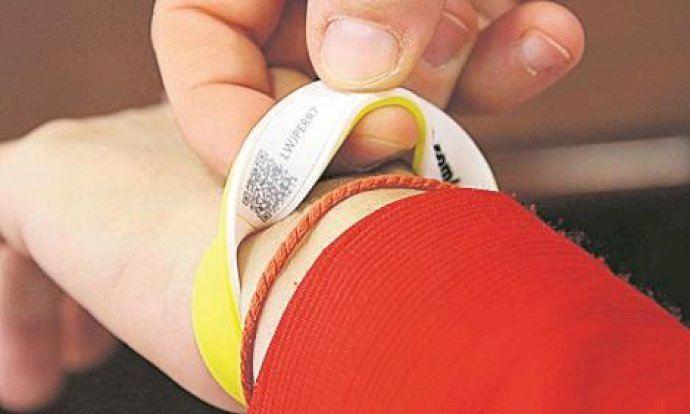 Las pulseras de emergencia llegan ya a un centenar de usuarios.