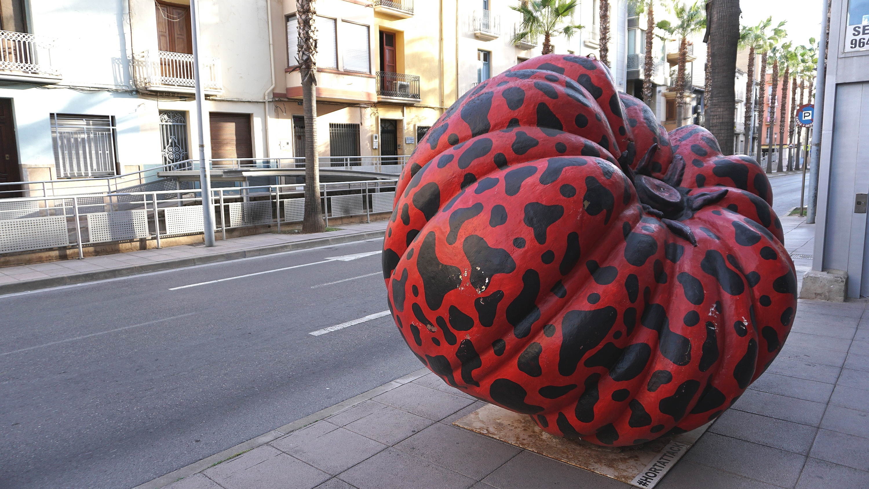 Frutas y hortalizas gigantes ocupan Vila-real.