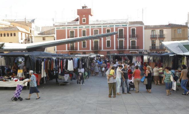 Economía de Vila-real trabaja para retornar el mercado ambulante al centro de la ciudad antes del verano