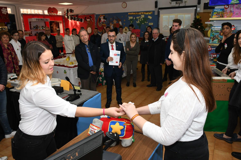 Estudiantes de Fundación Flors organizan un Mercado Navideño Solidario