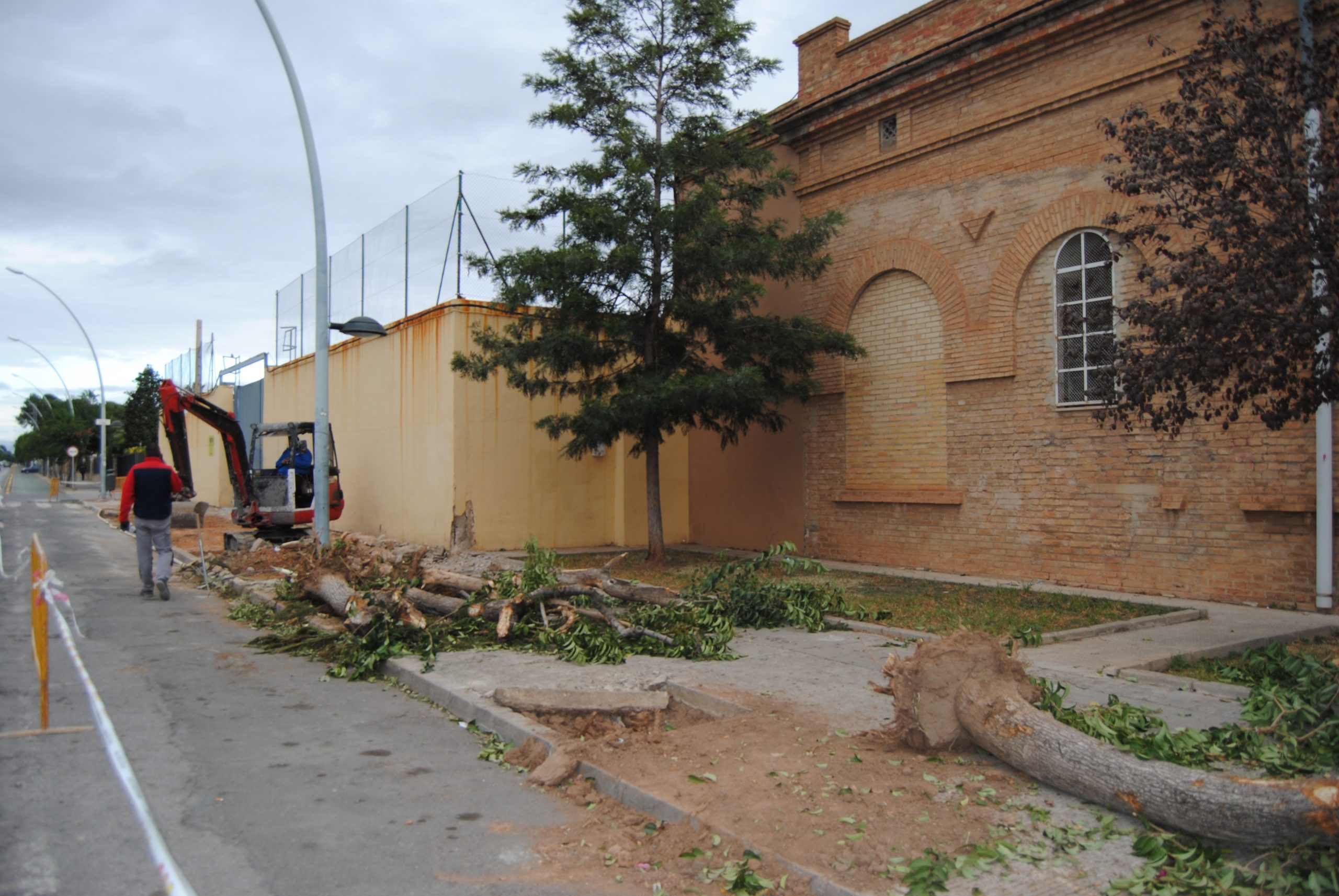 Acondicionan el entorno del colegio Virgen del Carmen de Vila-real