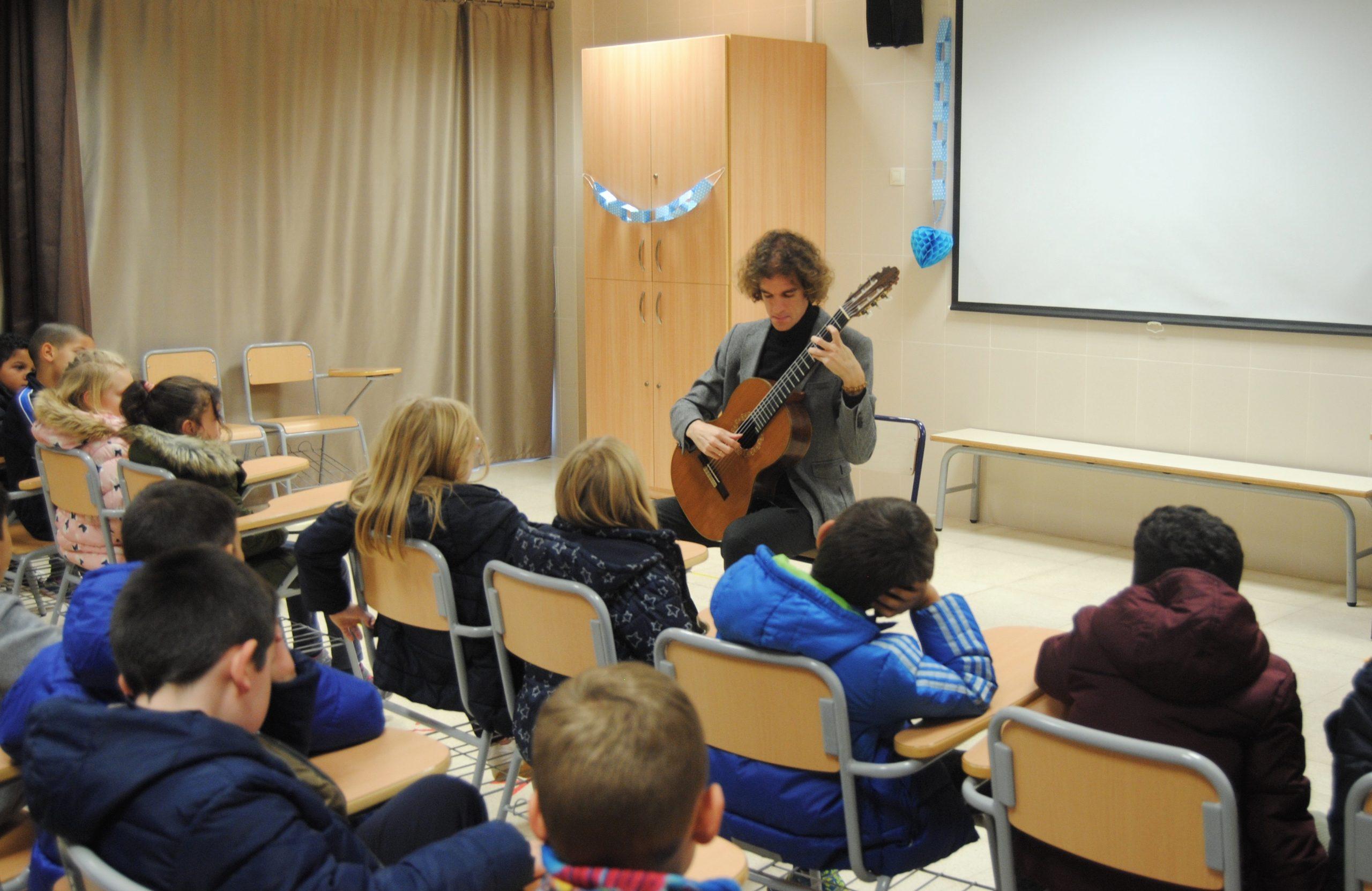 'Coneixes Tàrrega?' acerca a los escolares la figura universal del guitarrista