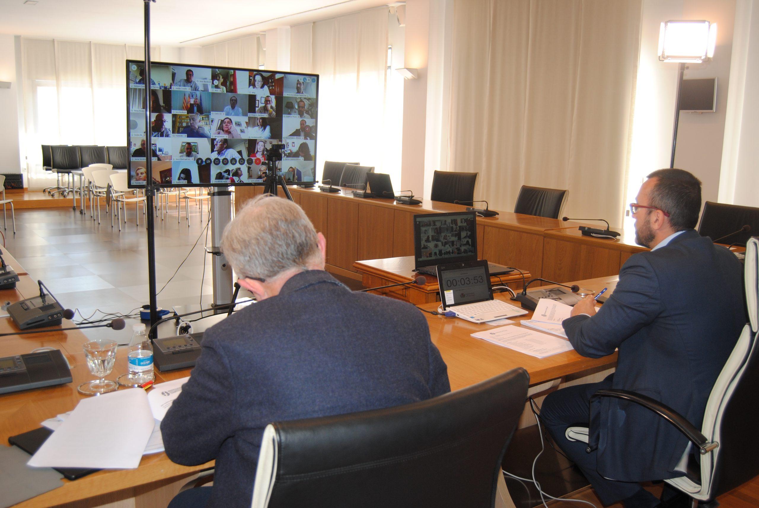 El Pleno aprueba el pago de 257.000 euros a proveedores y avala el cambio del festivo del 18 de mayo al 11 de septiembre