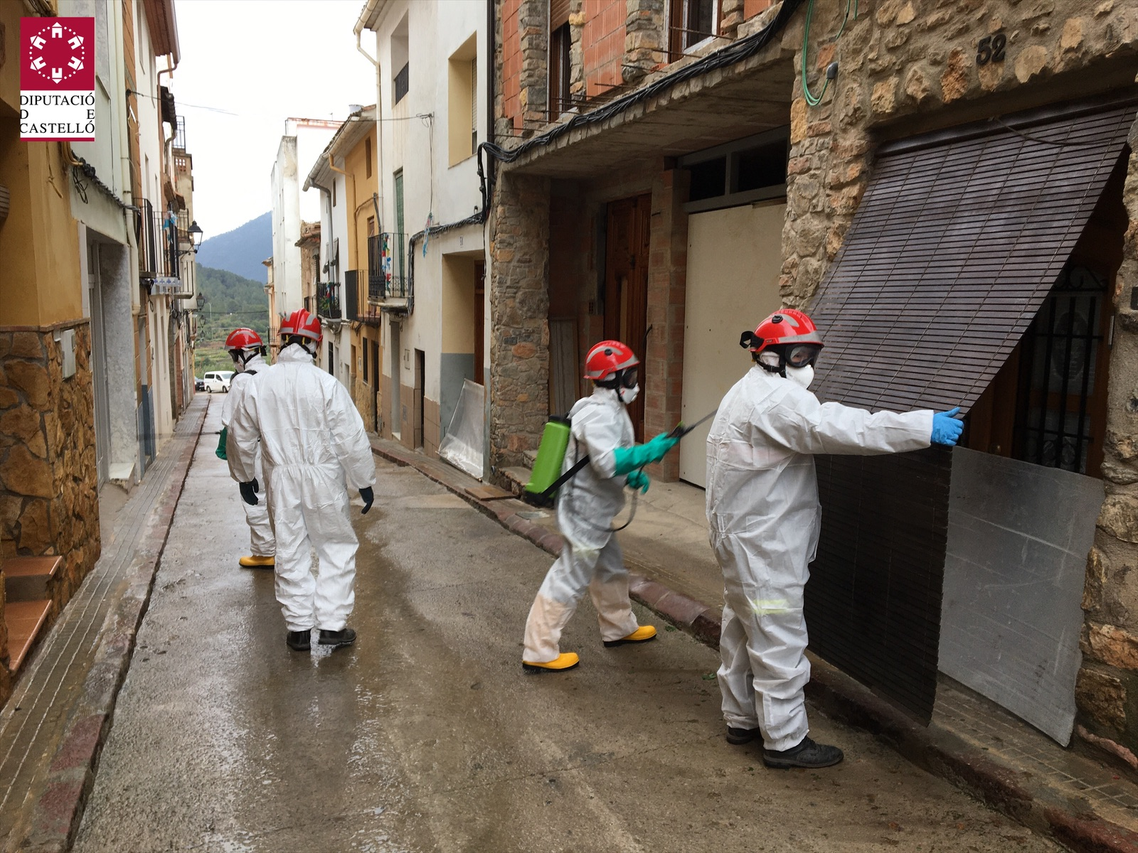 Ibáñez ensalza la gran labor social de los bomberos y los voluntarios de Protección Civil en este primer año de la Nueva Diputación