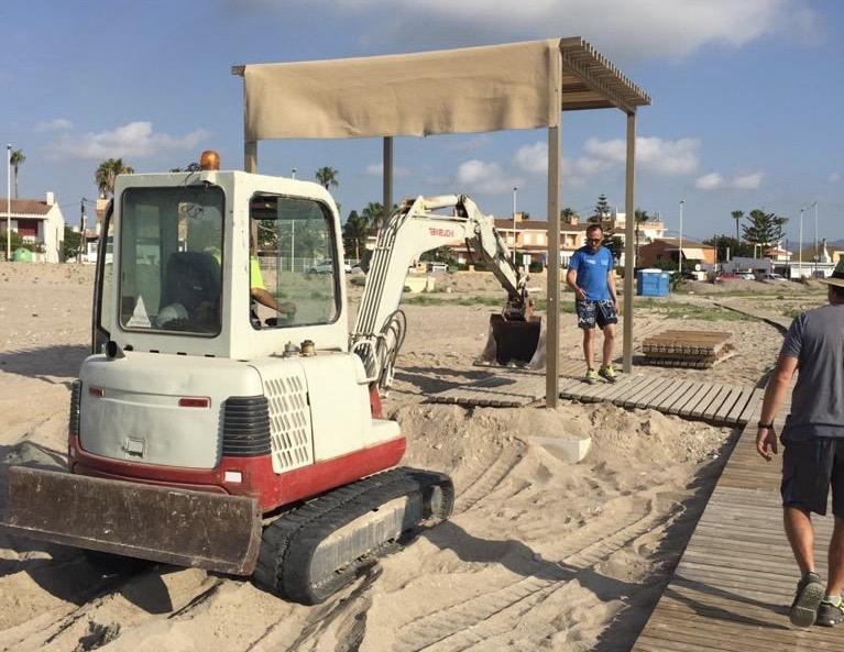 Almassora invierte cerca de 30.000 euros en la adecuación de sus playas con la llegada del verano