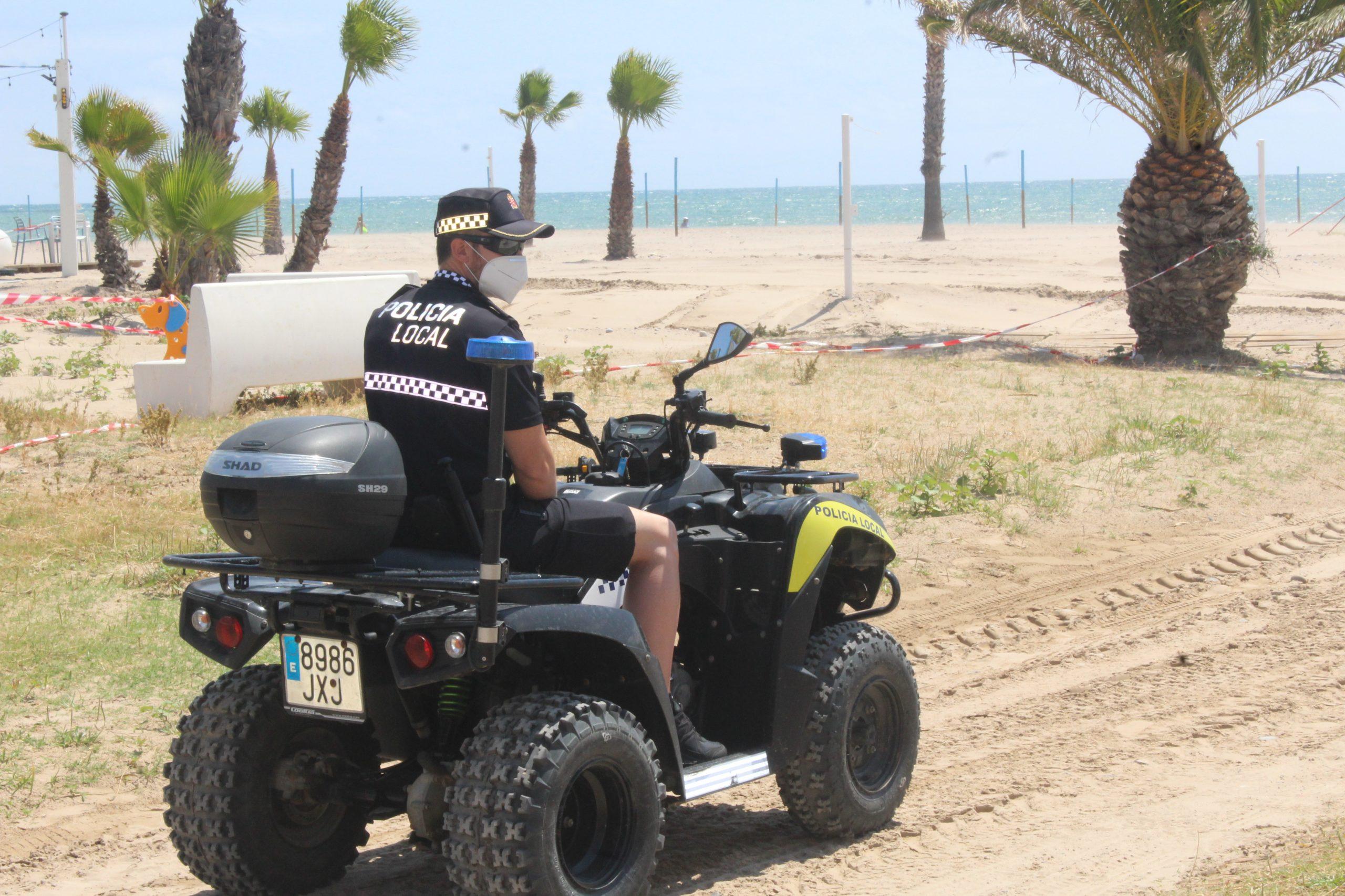 La policía local de Burriana presenta el nuevo servicio de Policía de Playas