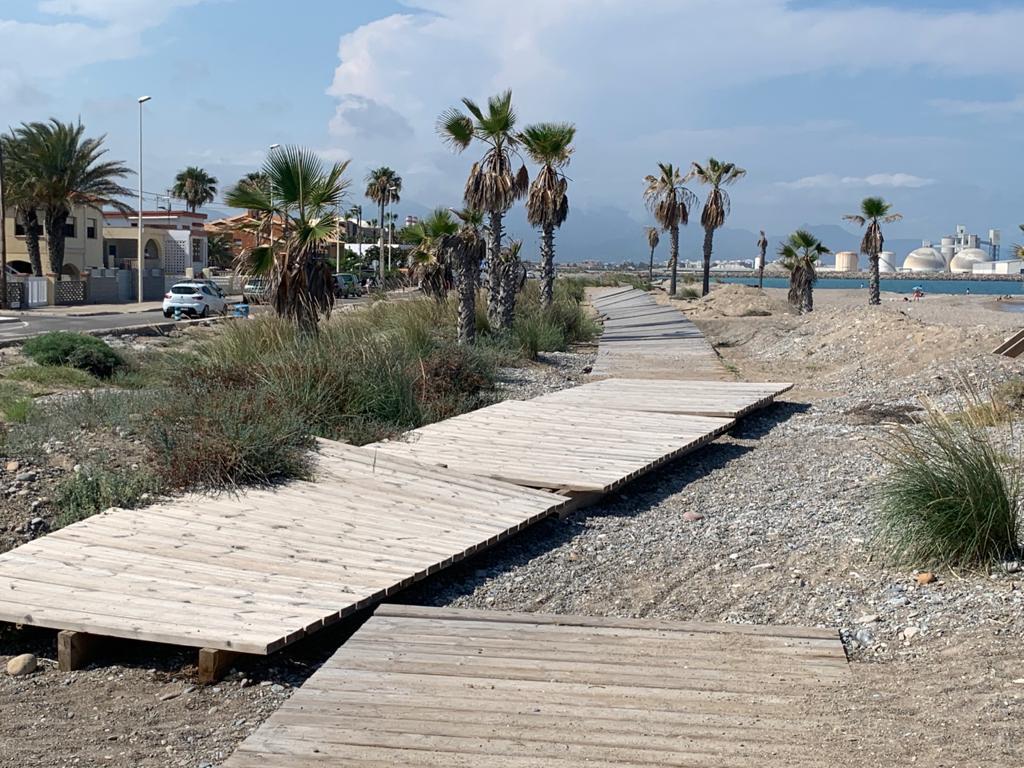 """El PP de Almassora exige reparar las pasarelas para evitar accidentes en una playa que """"urge inversión"""""""