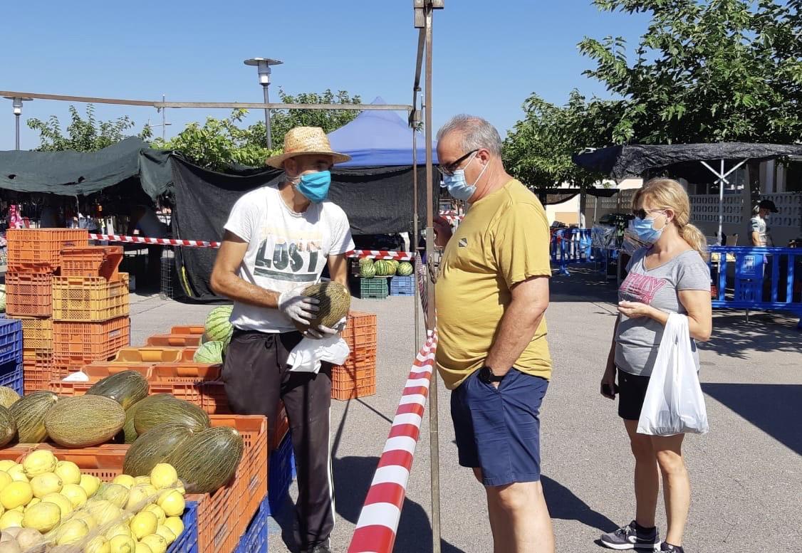 Almassora inaugura su mercado de la playa con 28 paradas