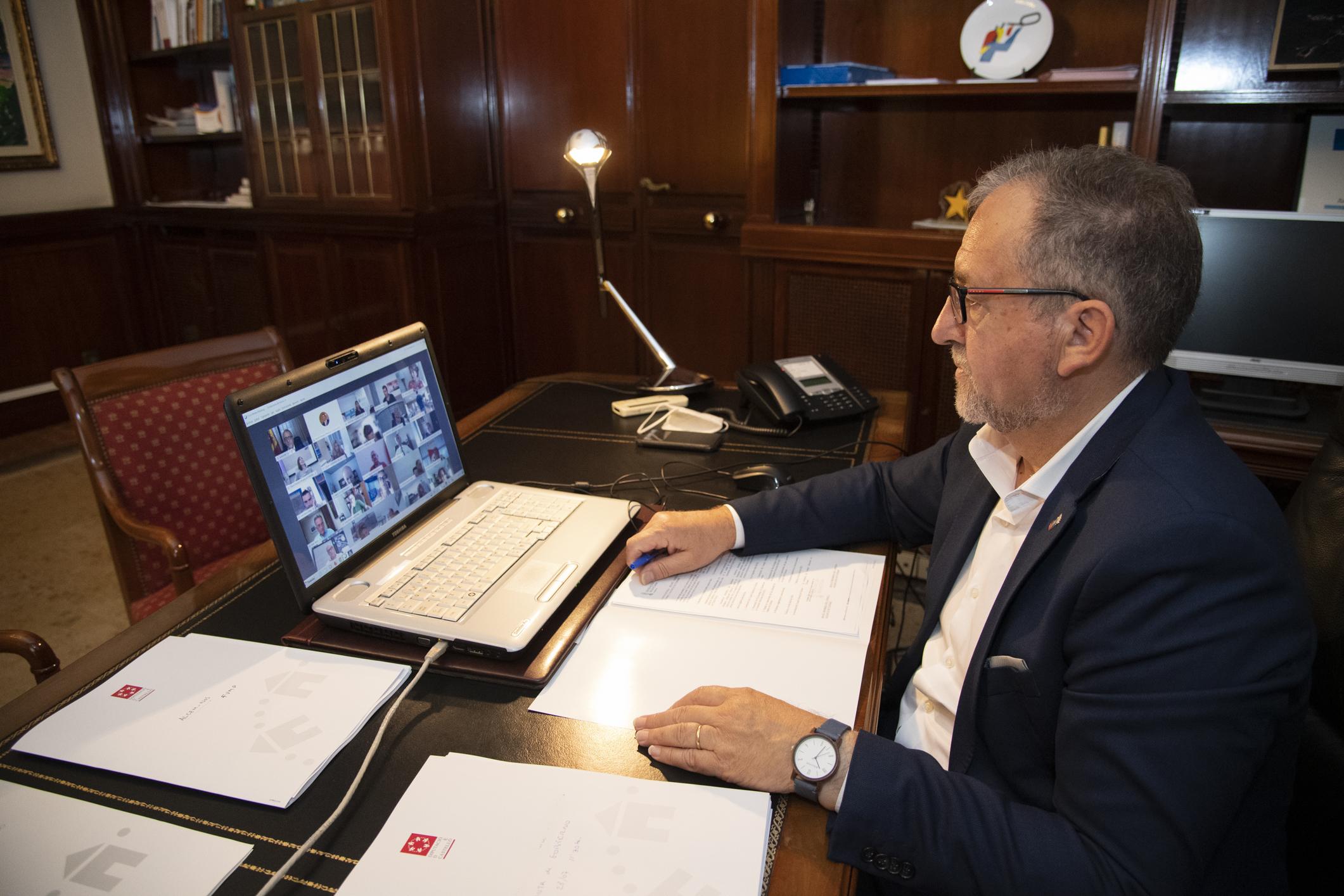 Martí respalda el esfuerzo del president Puig para revertir la situación creada con la cuarentena decretada por el gobierno británico