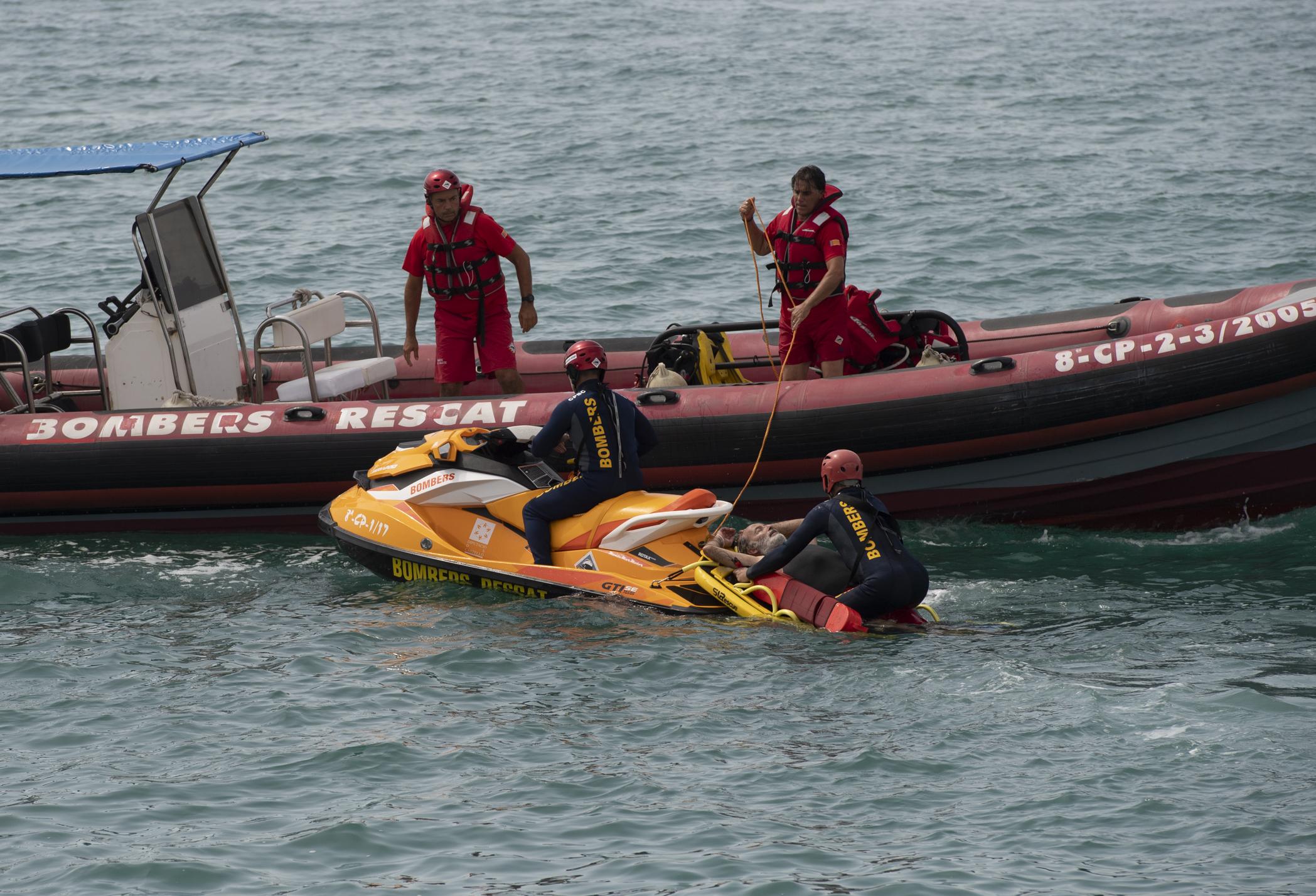 Martí pide prudencia en el mar durante el simulacro de rescate de la Unidad Acuática del Consorcio de Bomberos realizado en Borriana