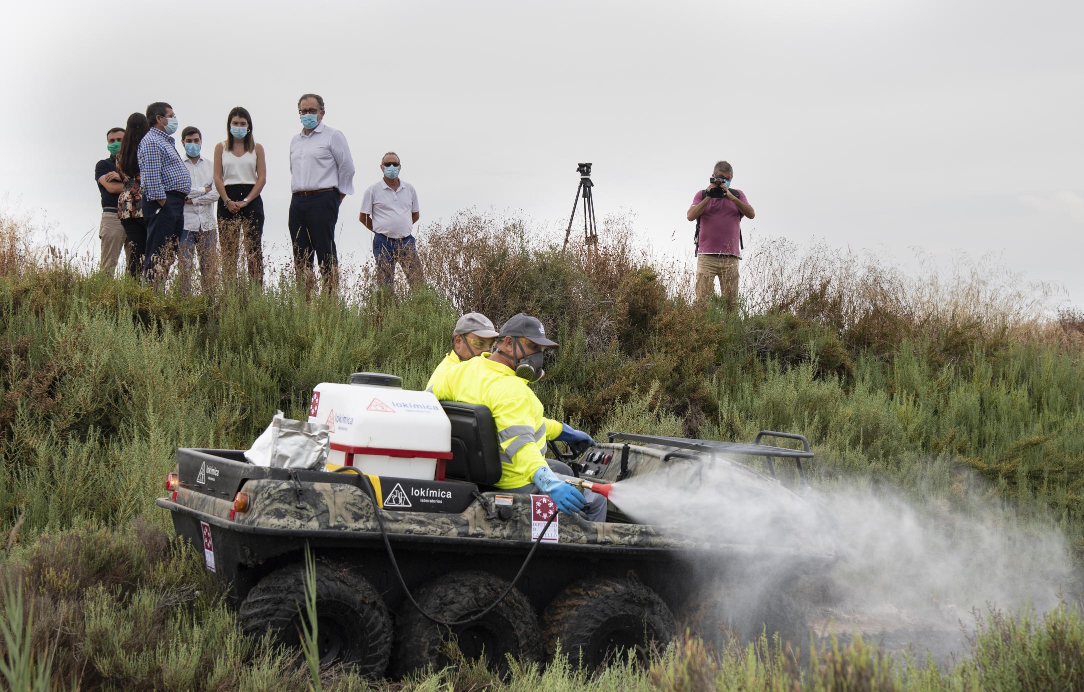 La Diputación incorpora un vehículo anfibio y un camión con brazo gigante para intensificar los trabajos del Plan Provincial Contra los Mosquitos