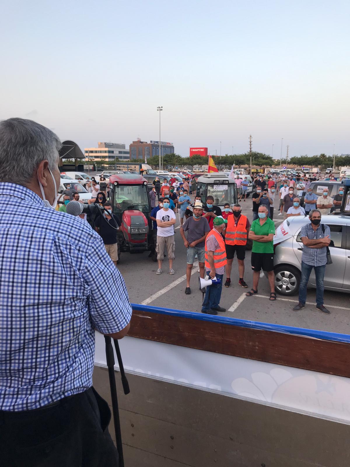 Más de 600 vehículos participan en la manifestación en defensa de la agricultura y la lucha contra el 'cotonet'