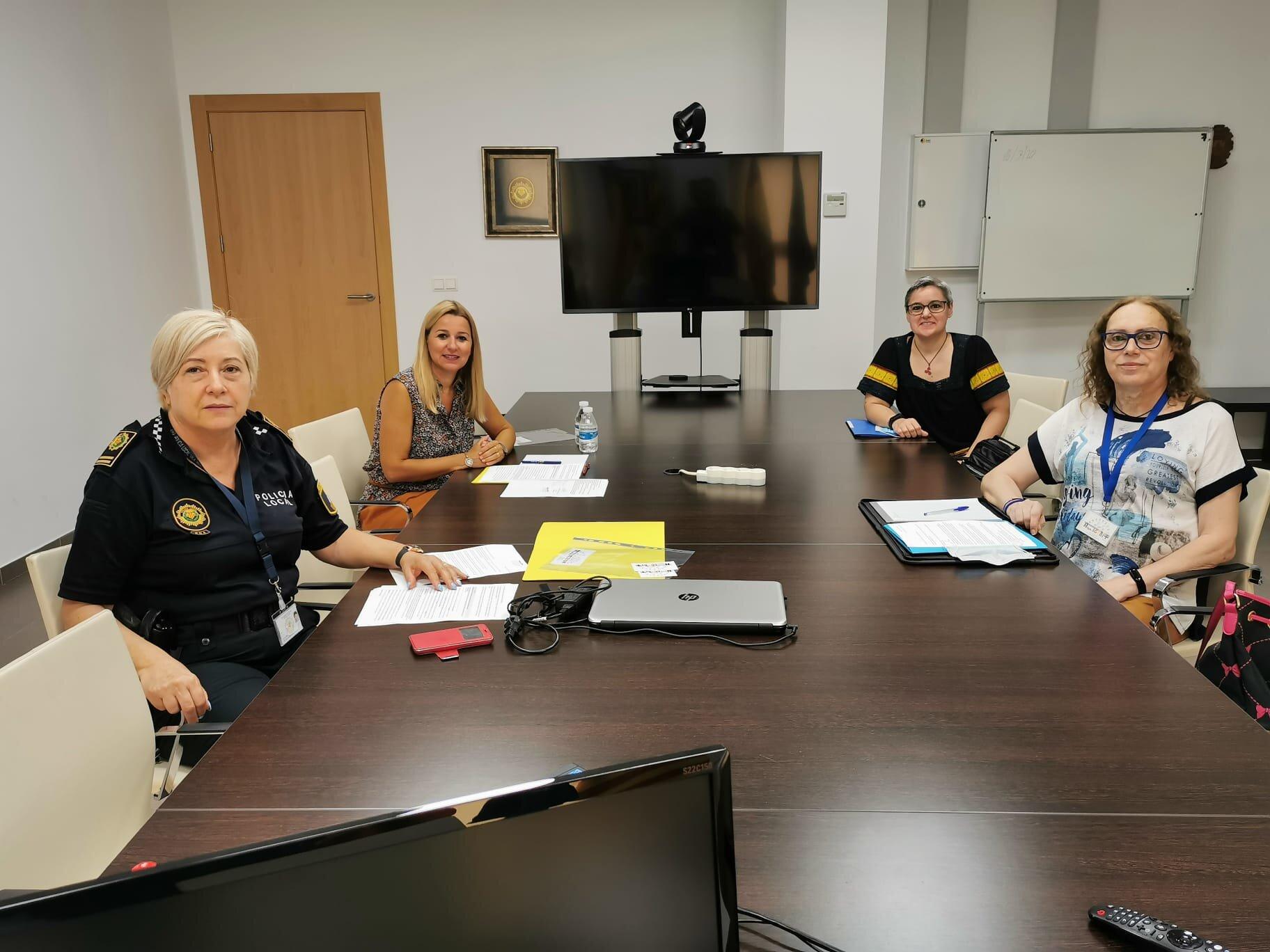 El ayuntamiento de Vila-real se reúne con la asociación Afym LGTBI+ para afianzar la colaboración y atención al colectivo