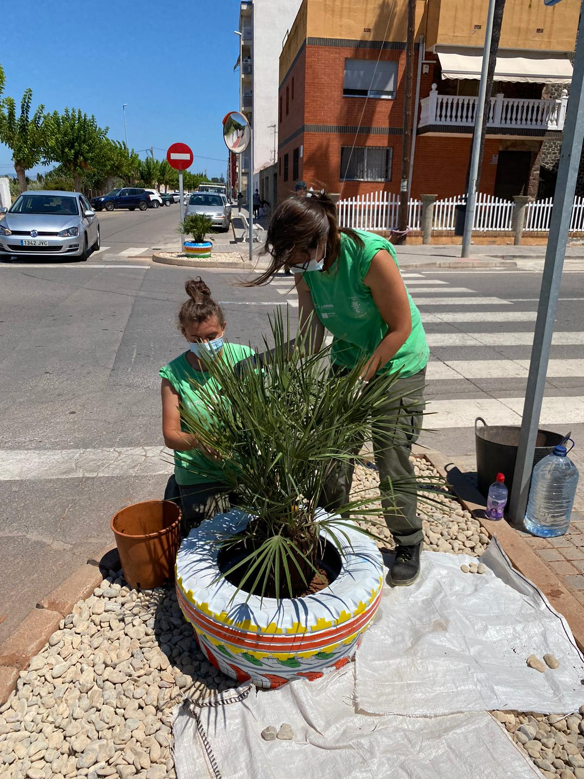 El alumnado del programa 'Et Formem' de Nules colabora en el embellecimiento del municipio