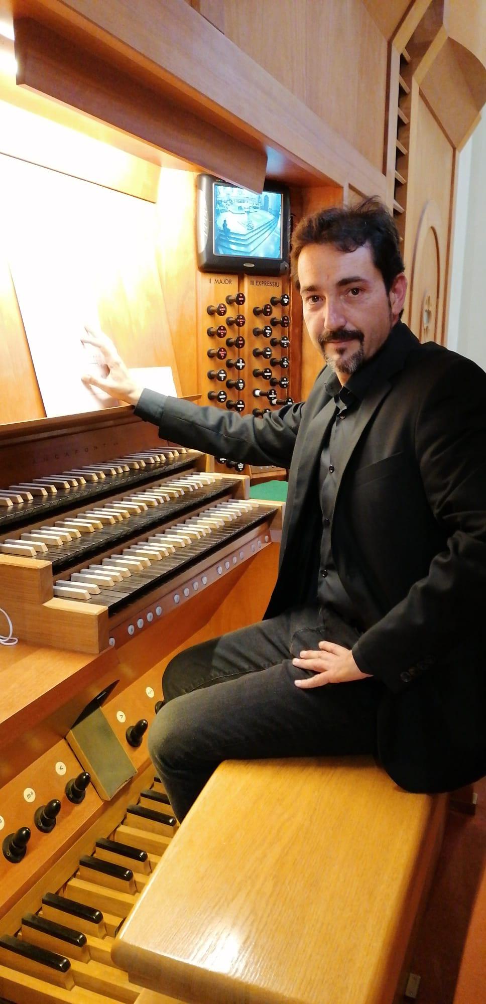 Entrevista al organista de Santa María de Castellón, Augusto Belau