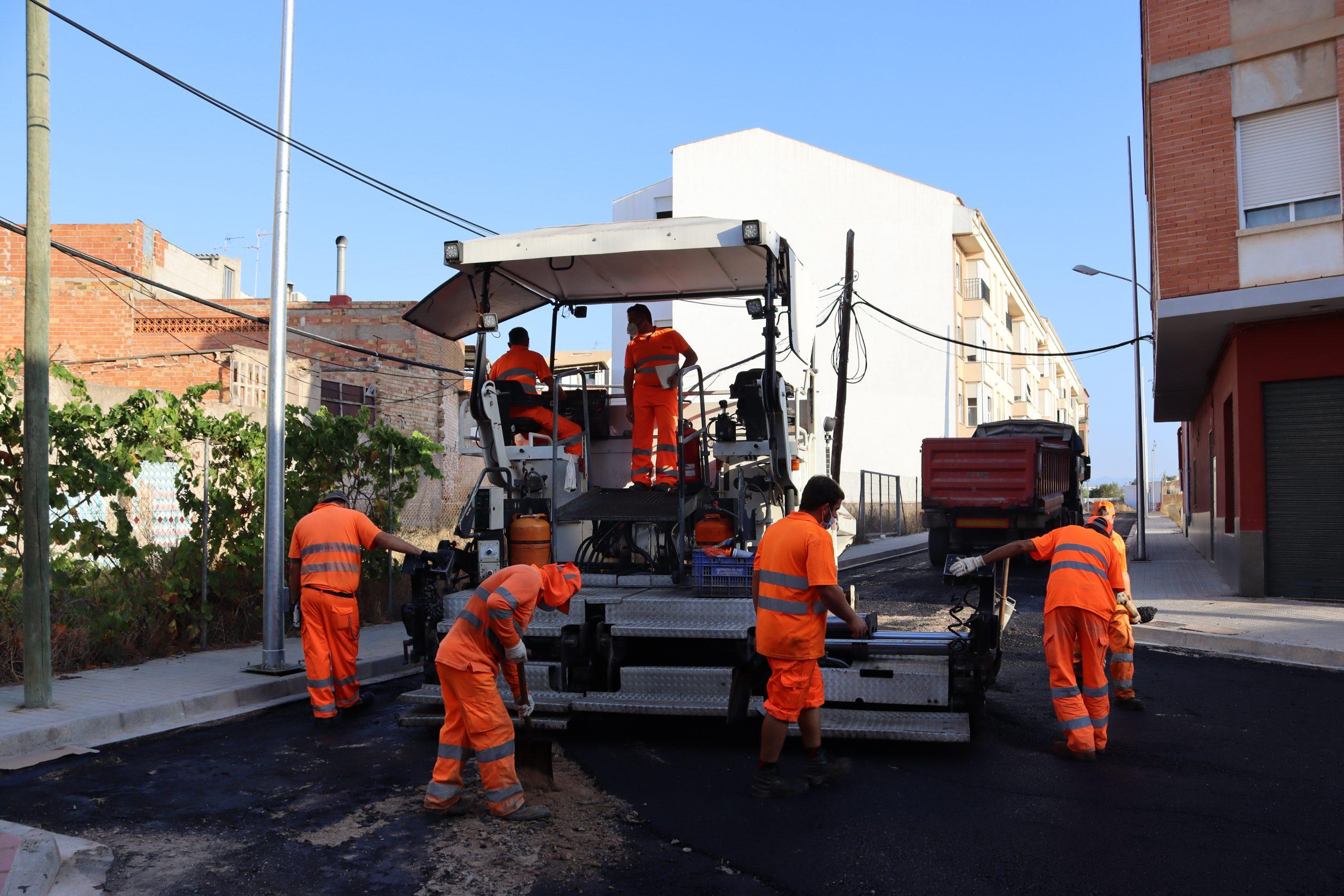 Territorio actúa en la calle Maestrat de Vila-real para dotar de seguridad y dignificar este vial inacabado durante la crisis inmobiliaria