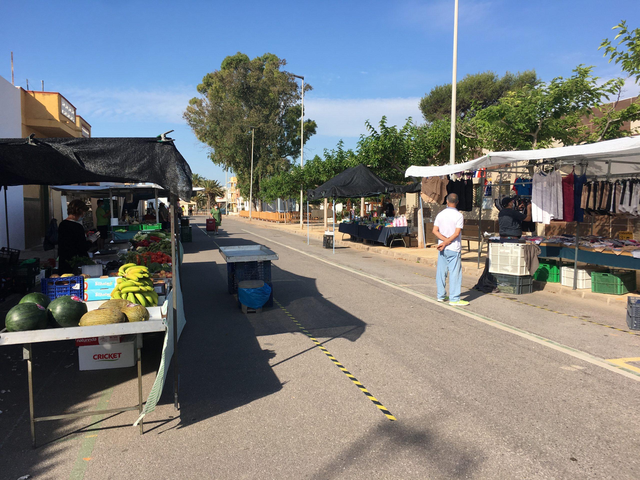 Nules amplia la actividad del mercado ambulante de la playa hasta finales de septiembre