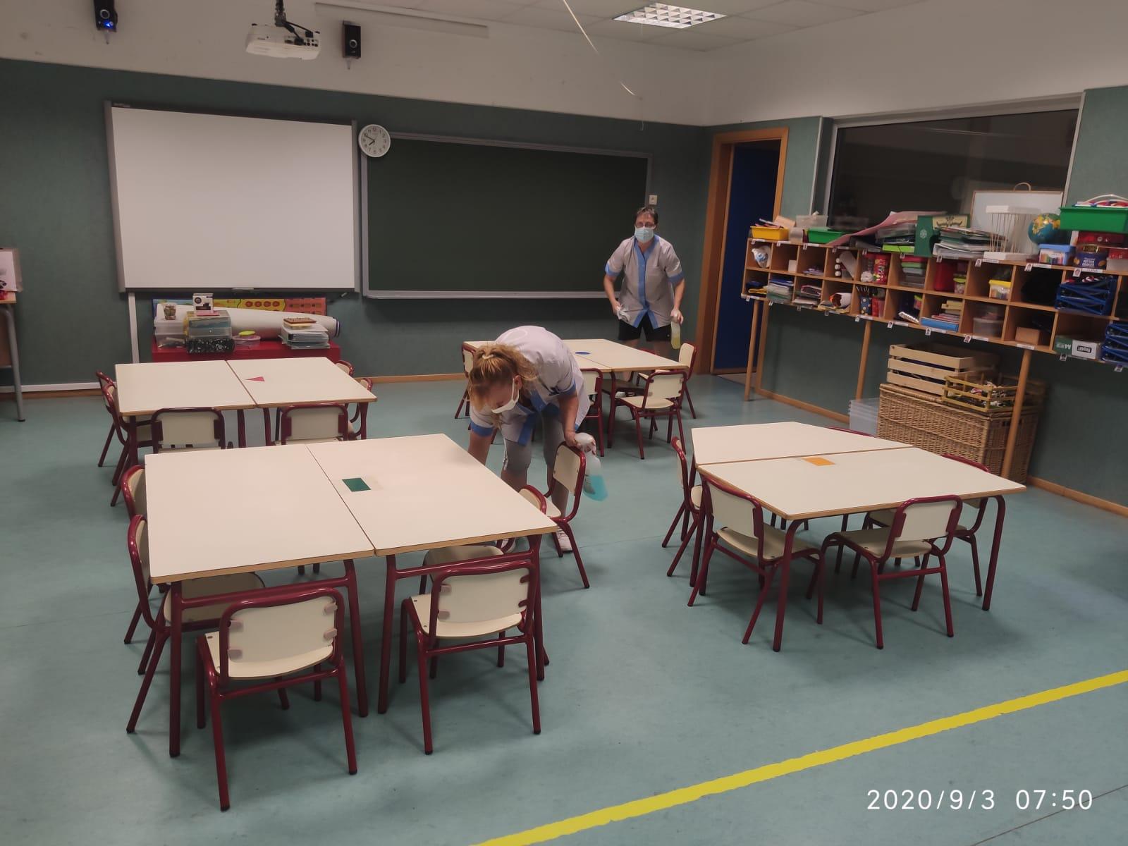 Vila-real refuerza la limpieza en los colegios con más personal y horarios para garantizar la seguridad por la COVID-19