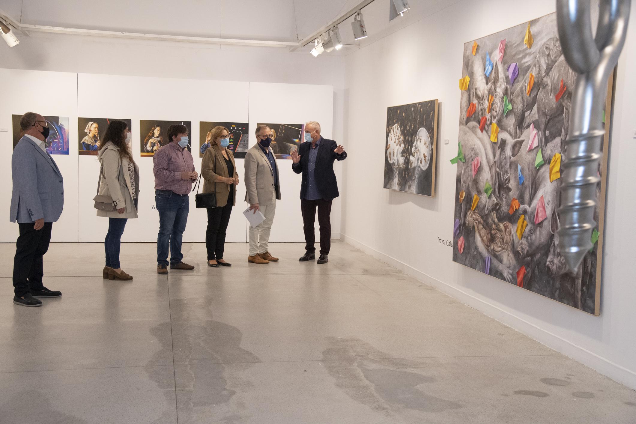 """Martí  asiste en Burriana a la inauguración de la muestra colectiva """"Del verde al púrpura"""" en el Centro Municipal de Cultura La Mercé"""