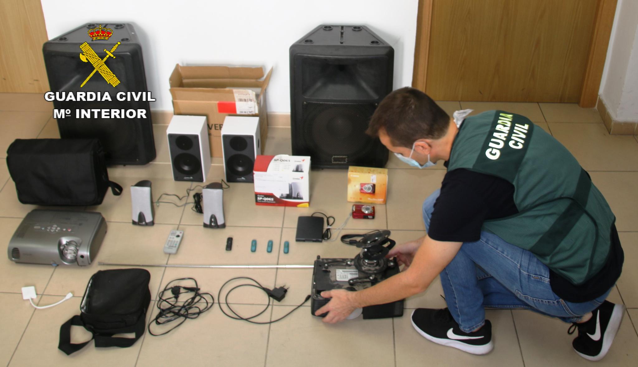 La Guardia Civil detiene a una persona e investiga a otra por el robo en un colegio de Nules