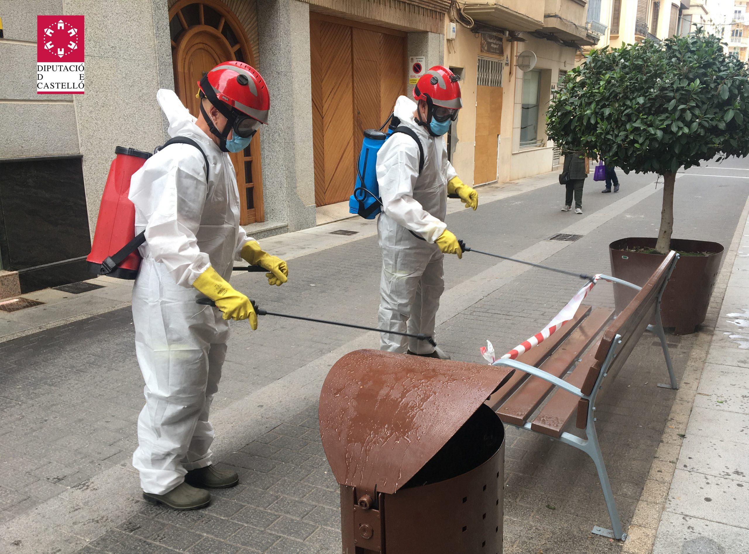 El Consorcio Provincial de Bomberos desinfecta las localidades de Nules y Vinaròs para reforzar las acciones frente a la pandemia