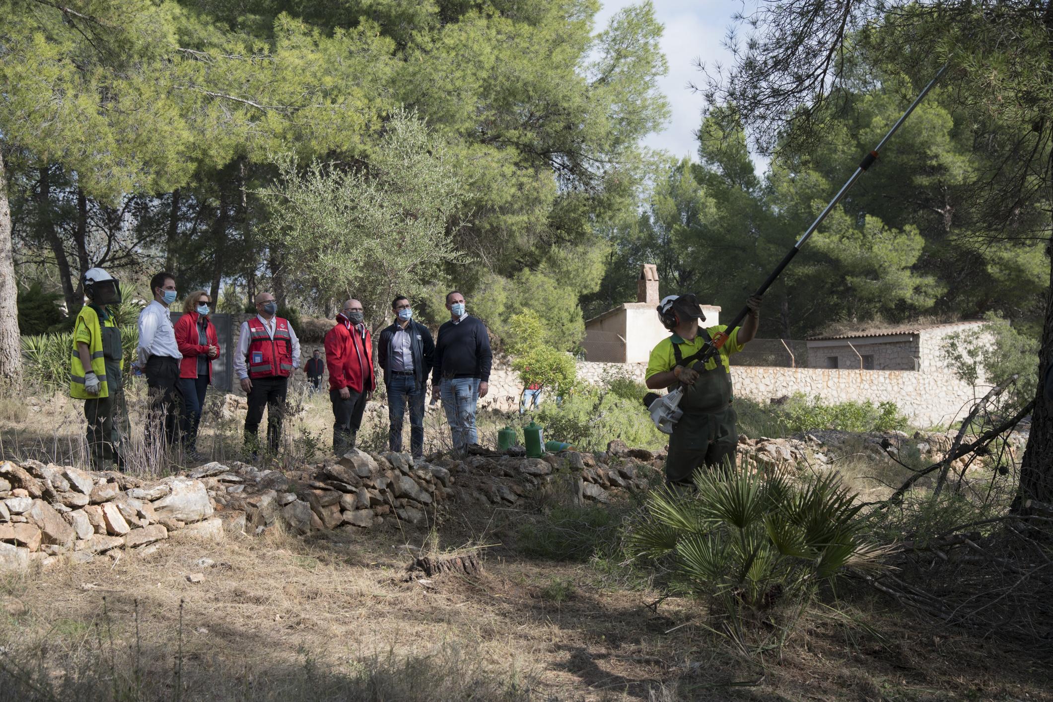 La Diputación coordina en l'Alcora la creación de un cortafuegos que evite la propagación de incendios en la urbanización de 'El Pantano'