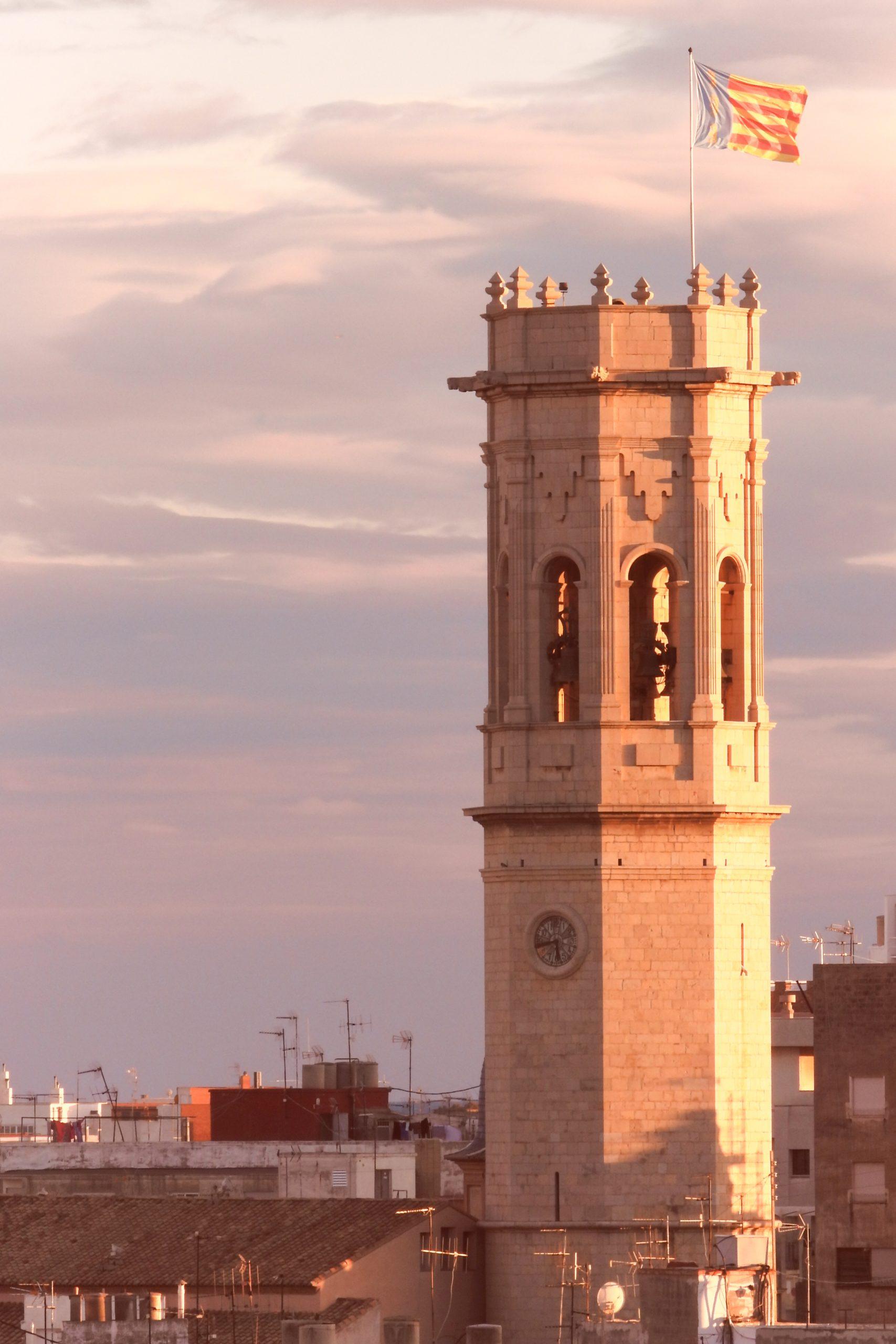 Un vuelo de campanas y 75 carcasas para recordar mañana el 75 aniversario de la reconstrucción del Campanar de Borriana
