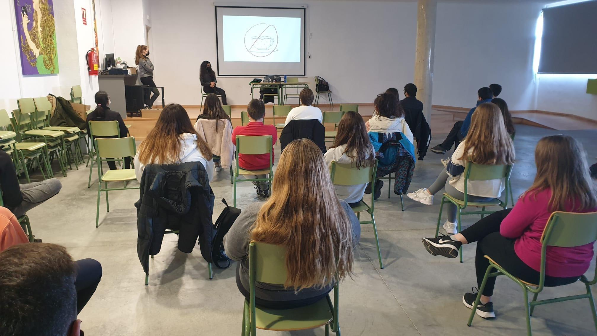 """La Diputación de Castellón alerta de la imagen """"distorsionada y vejatoria"""" de las mujeres en el 'porno' en los institutos de la provincia"""