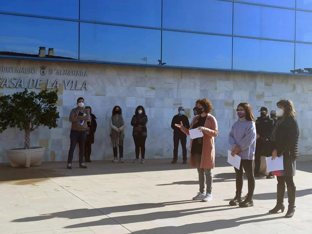 Almenara celebra el 25N con el lema «Que la pandemia no ens silencia»