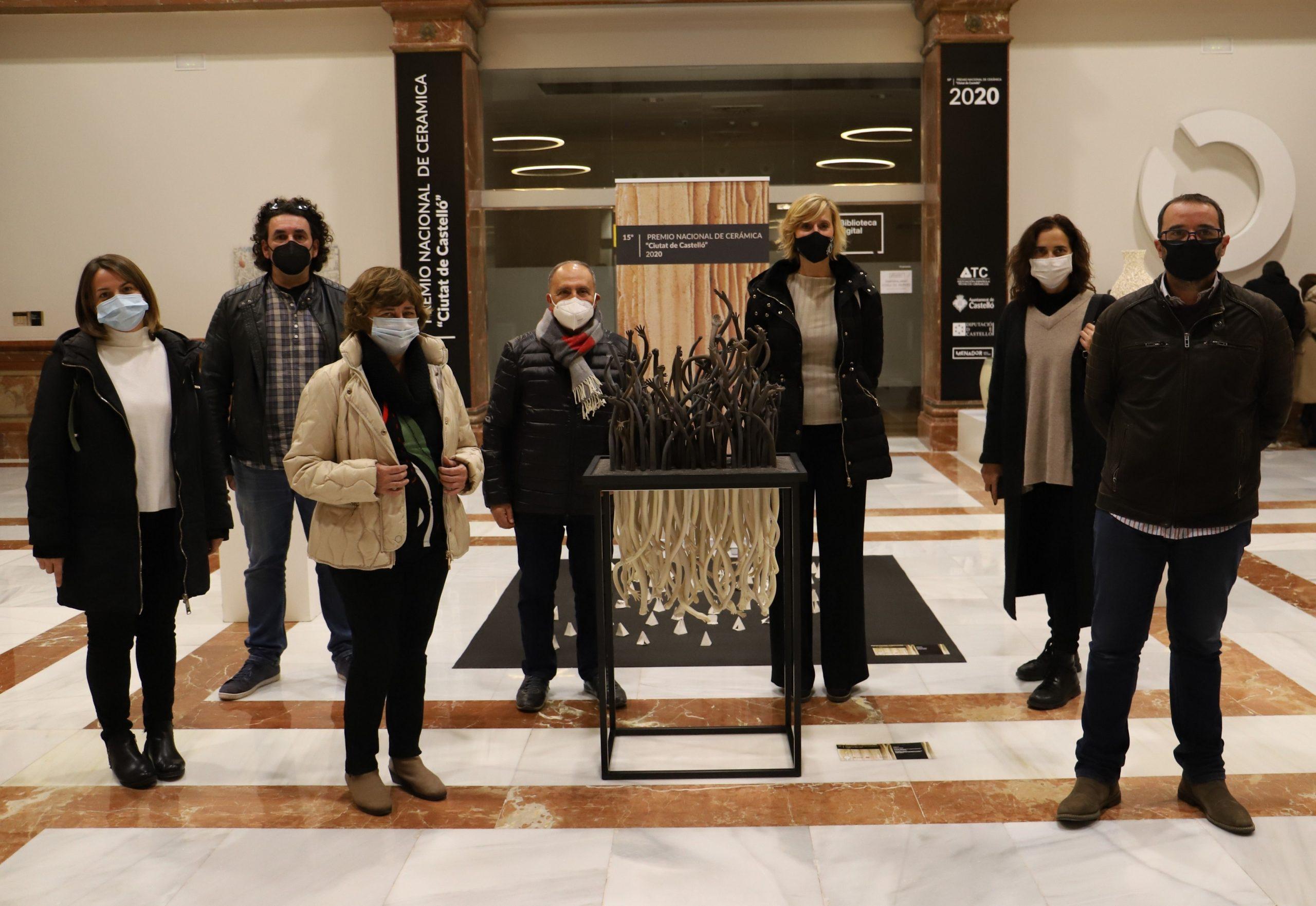 El artista Vicente Ajenjo gana el XV Premio Nacional de Cerámica Ciutat de Castelló con la obra 'Miopía social'