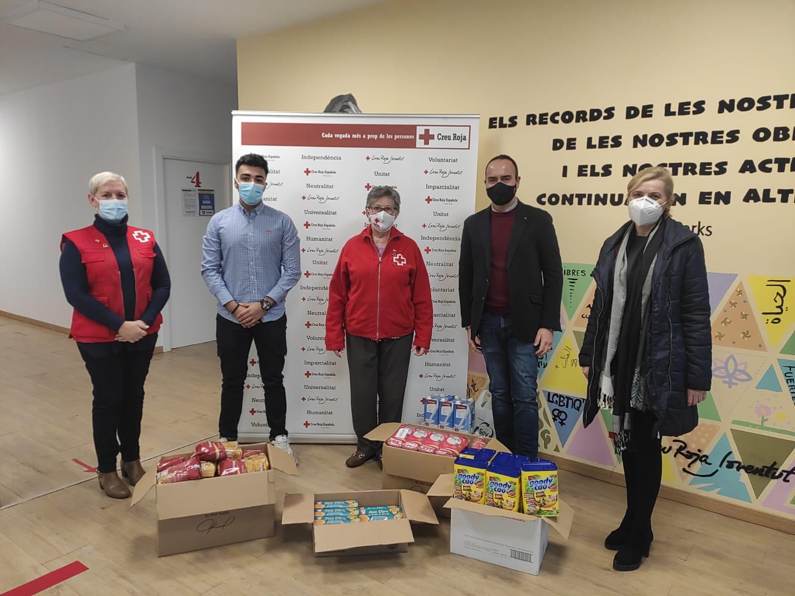 La Agrupación de Ciudadanos hace entrega de su recogida de alimentos a Cruz Roja Vila-real