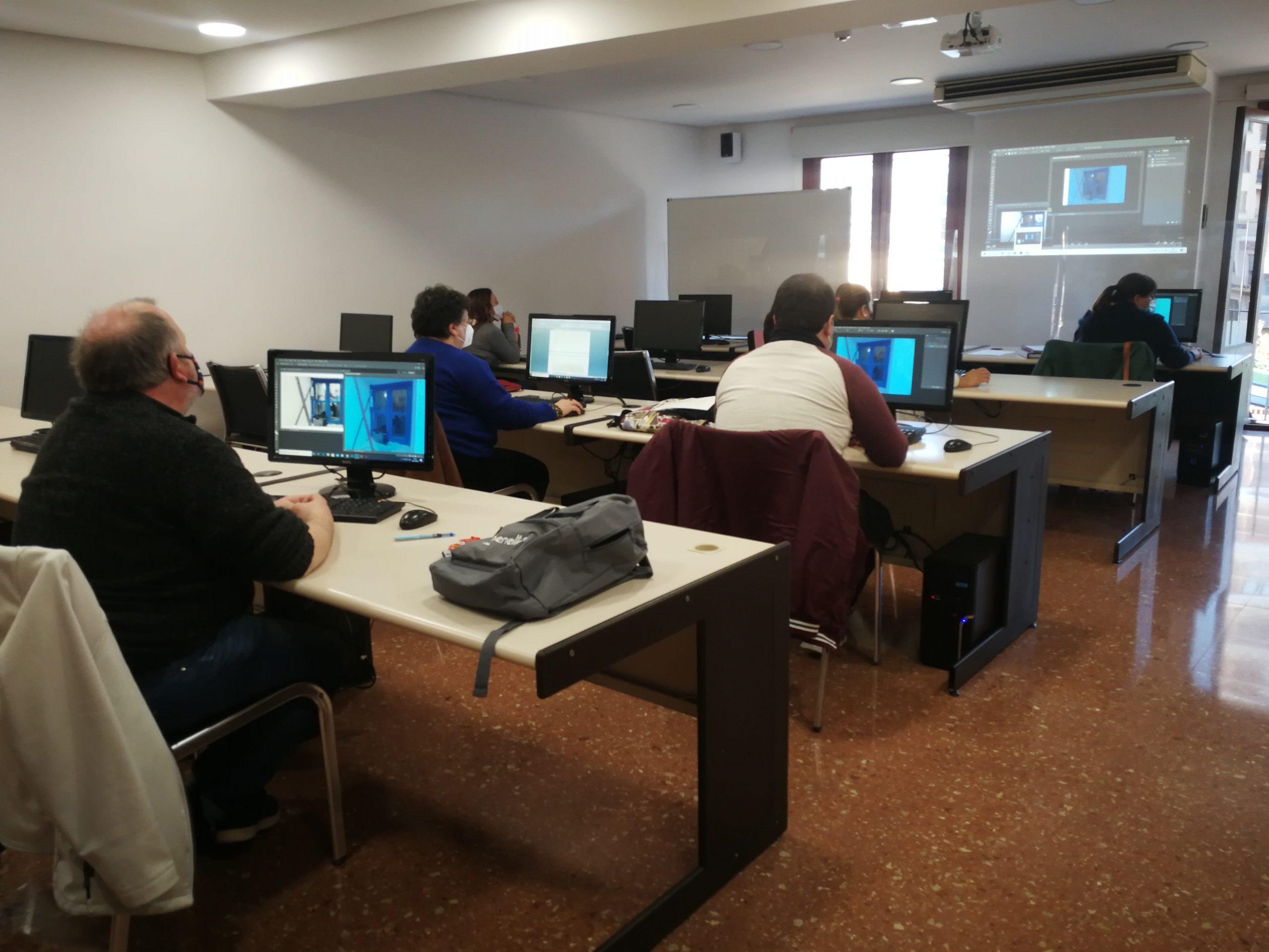 20 alumnos de Aula Mentor de Vila-real realizan los exámenes de la convocatoria 133