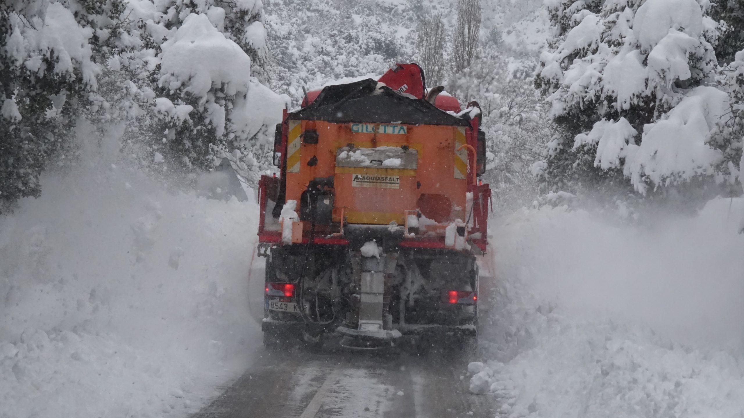 El Consorcio de Bomberos de Castellón refuerza con más maquinaria las medidas contra el hielo en las carreteras